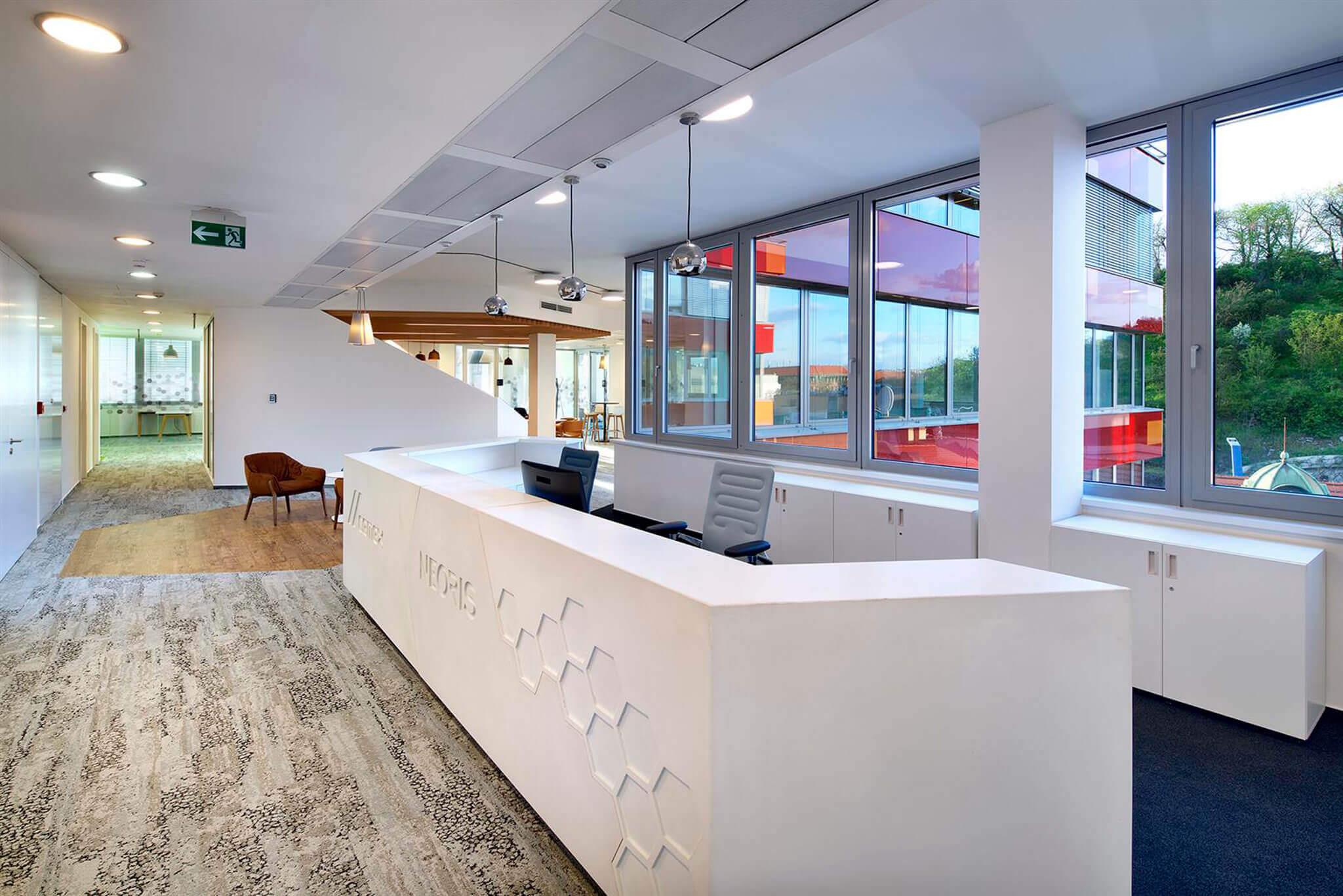 Comptoir d'accueil et équipement de bureaux, CEMEX, Prague