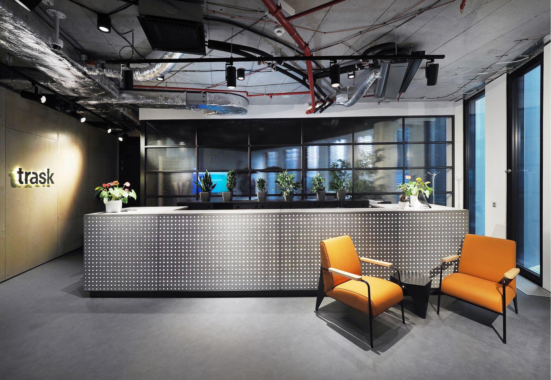 Comptoir d'accueil et îlot de cuisine, Trask Solutions, Prague